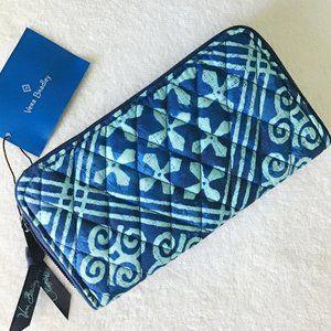 Vera Bradley RFID Zip Around Wallet Blue Print